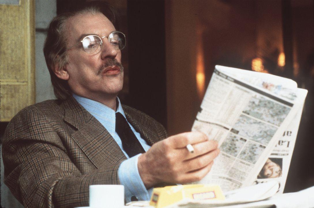 Als 1974 der Topterrorist Carlos in einem Pariser Café ein Blutbad anrichtet, ist unter den Zaungästen der CIA-Mann Jack Shaw (Donald Sutherland). S... - Bildquelle: Sony Pictures Entertainment