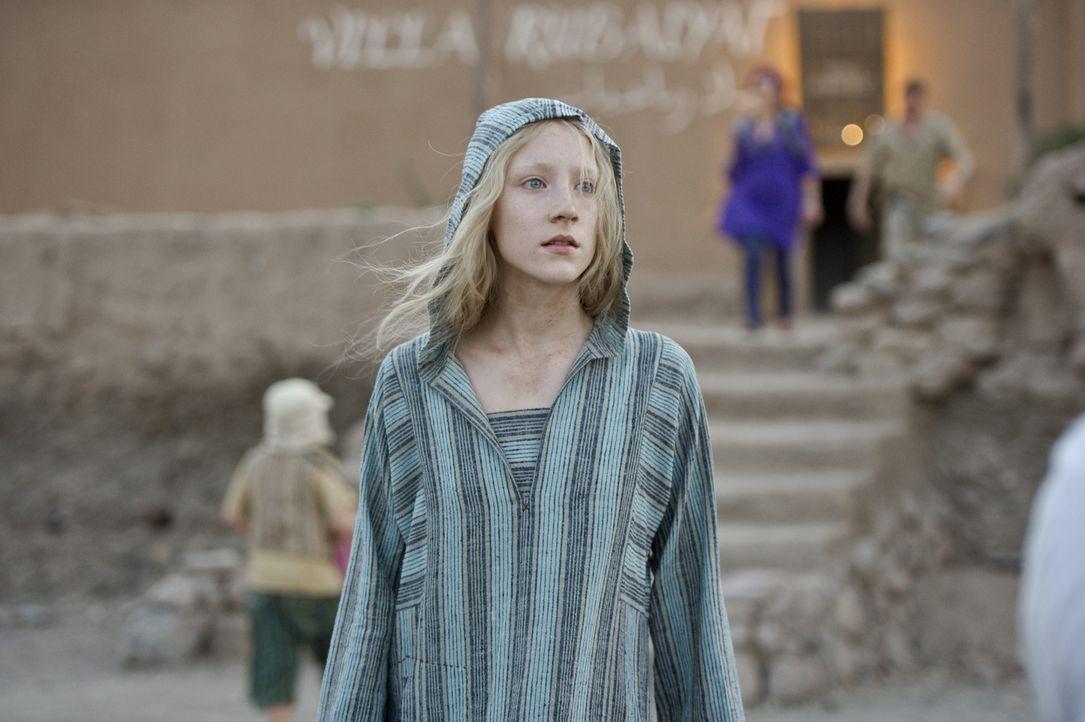 Nachdem sich Hanna (Saoirse Ronan) der vermeintlichen Marissa Wiegler entledigt hat, flüchtet sie aus dem marokkanischen Gefängnis. Ganz alleine wil... - Bildquelle: 2011 Focus Features LLC. All Rights Reserved.