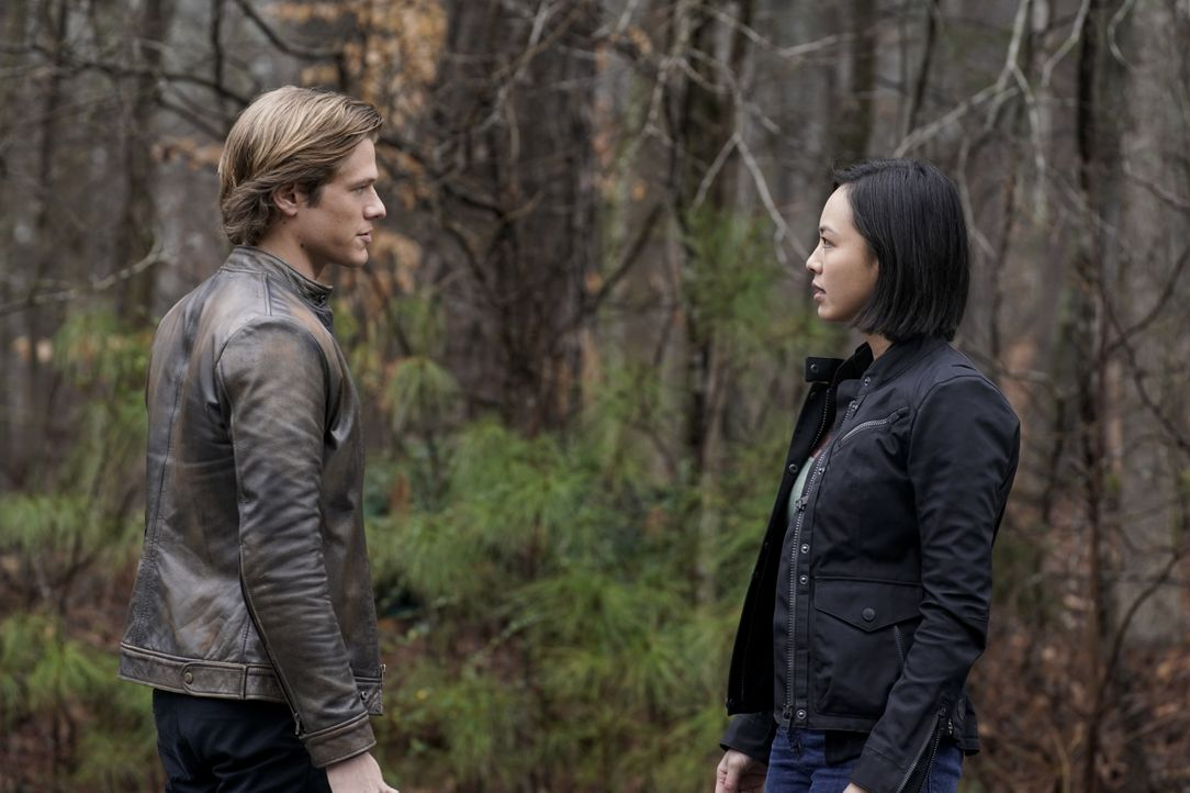 MacGyver (Lucas Till, l.); Desi (Levy Tran, r.) - Bildquelle: Jace Downs 2019 CBS Broadcasting, Inc. All Rights Reserved / Jace Downs