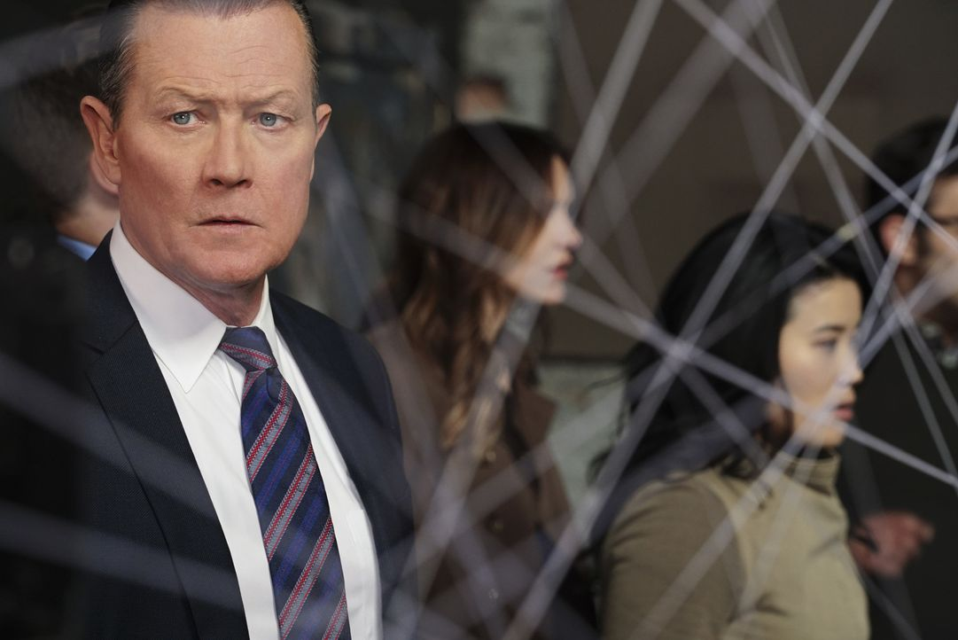 Erkennen Cabe (Robert Patrick, l.), Paige (Katharine McPhee, M.) und Happy (Jadyn Wong, r.) zu spät, welche Ziele Mark Collins wirklich verfolgt? - Bildquelle: Richard Cartwright 2016 CBS Broadcasting, Inc. All Rights Reserved.