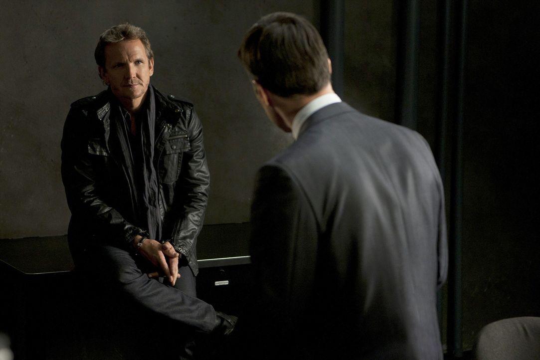 Der Fall um Prentiss ist für das Team nicht besonders leicht. Hotch (Thomas Gibson, r.) versucht deshalb, von Clyde Easter (Sebastian Rochè, l.) e... - Bildquelle: ABC Studios