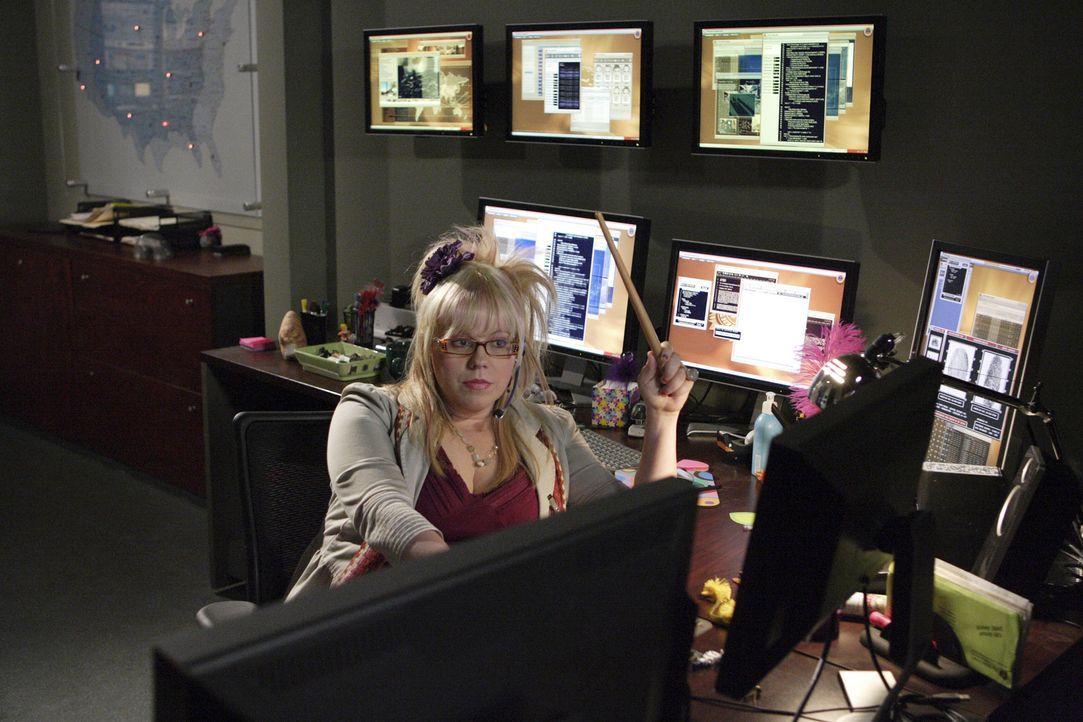 Trifft auf einen Mann, der ihr Herz höher schlagen lässt. Doch Penelope Garcia (Kirsten Vangsness) ahnt nicht, welch schreckliches Erlebnis auf sie... - Bildquelle: Touchstone Television