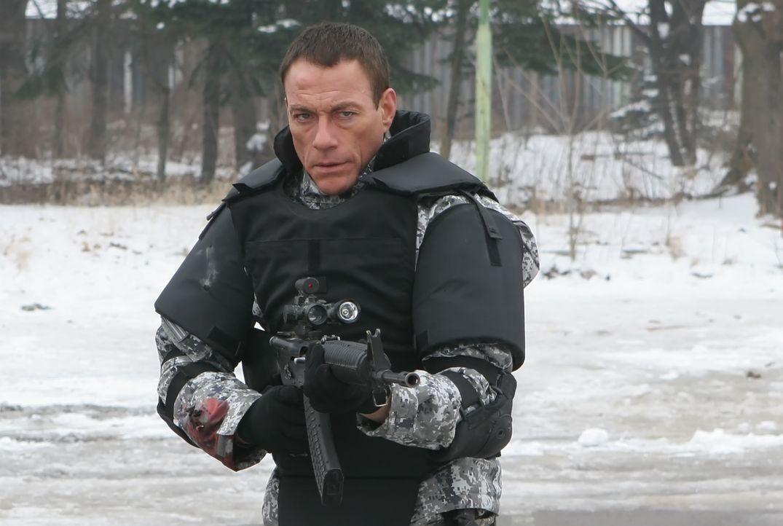 Im Alleingang gegen seine stärksten Feinde: UniSol Luc Deveraux (Jean-Claude van Damme) ... - Bildquelle: 2009, Signature Pictures, Foresight Unlimited