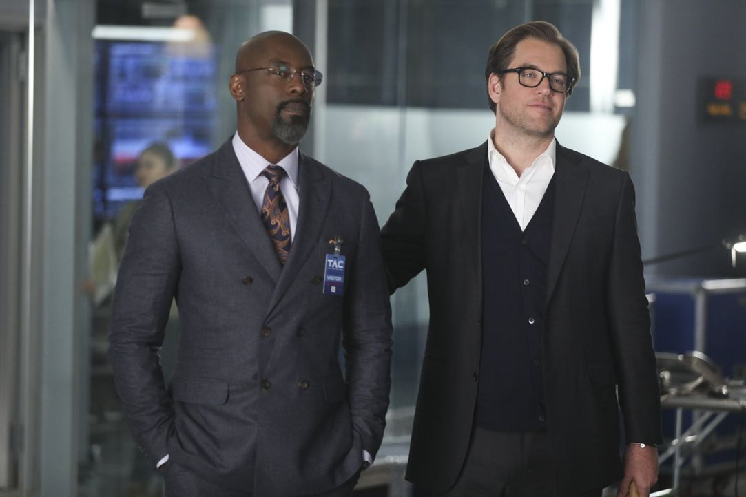 Nur widerwillig nimmt Bull (Michael Weatherly, r.) den Fall von Star-Anwalt Jules Caffrey (Isaiah Washington, l.) an - er kann Caffrey nicht leiden,... - Bildquelle: 2016 CBS Broadcasting, Inc. All Rights Reserved