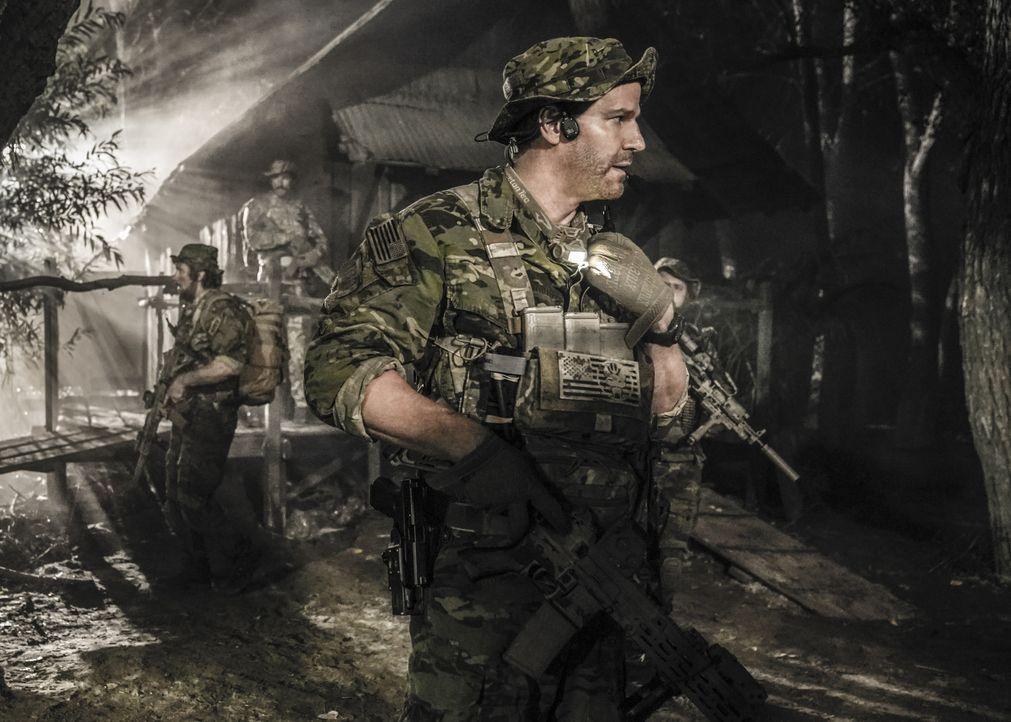 Kann Jasons (David Boreanaz) SEAL Team das Versteck der Geiselnehmer im tiefen Dschungel Brasiliens aufspüren, bevor es zu spät für die Gefangenen i... - Bildquelle: Erik Voake Erik Voake/CBS  2017 CBS Broadcasting, Inc. All Rights Reserved