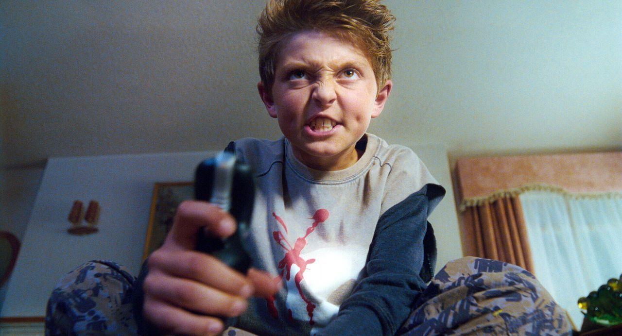 Der launische Micky Schießer (Jordan Fry), der ständig damit angibt, dass er klüger ist als alle anderen, ist der vierte Gewinner des Wettbewerbs vo... - Bildquelle: Warner Bros. Pictures