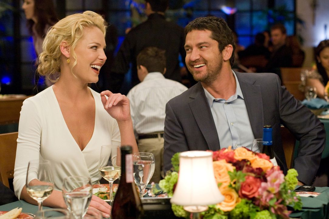 Die erfolgreiche TV-Produzentin Abby (Katherine Heigl, l.) hat hohe Ansprüche an ihren zukünftigen Mann. Doch die Suche nach ihrem Mr. Right gesta... - Bildquelle: 2009 Columbia Pictures Industries, Inc. and Beverly Blvd LLC. All Rights Reserved.