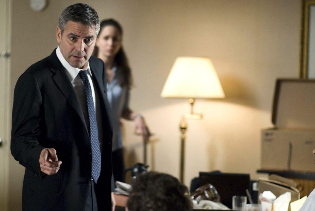"""Bringt es Michael (George Clooney) fertig, den Ausraster Arthurs wiedergutzumachen, oder verliert sich der selbsternannte """"Aufräumer"""" der Anwaltskan... - Bildquelle: Constantin Film Verleih GmbH"""