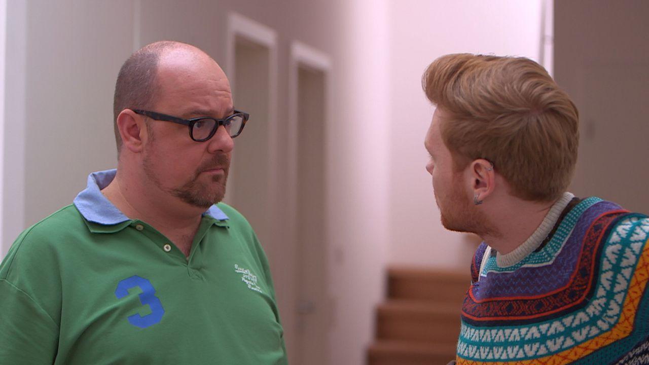 Henning (r.) ist sauer, weil Olaf (l.) einen neuen Laden angemietet hat, ohne ihm davon etwas zu erzählen ... - Bildquelle: SAT. 1