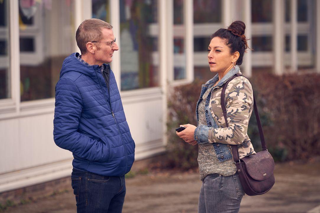 Stefan (Michael Kessler, l.); Mel (Tanya Erartsin, r.) - Bildquelle: Frank Dicks SAT.1 / Frank Dicks