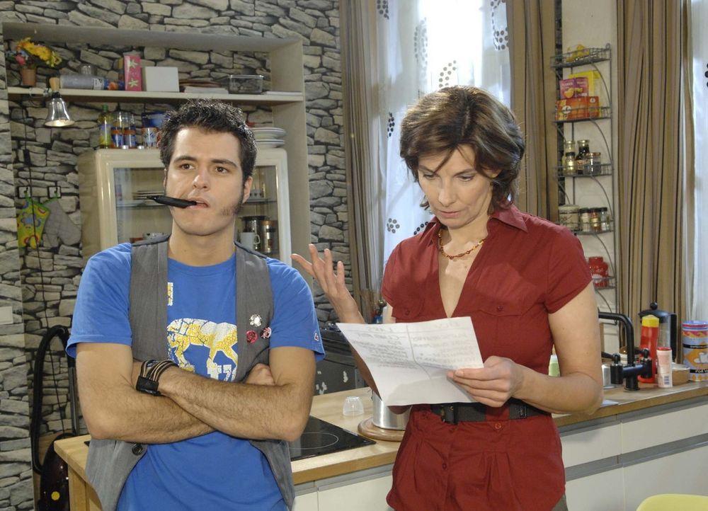 Maik (Sebastian König, l.) und Steffi (Karin Kienzer, r.) schaffen es nicht, ihre unterschiedlichen Wünsche unter einen Hut zu bringen .... - Bildquelle: Sat.1