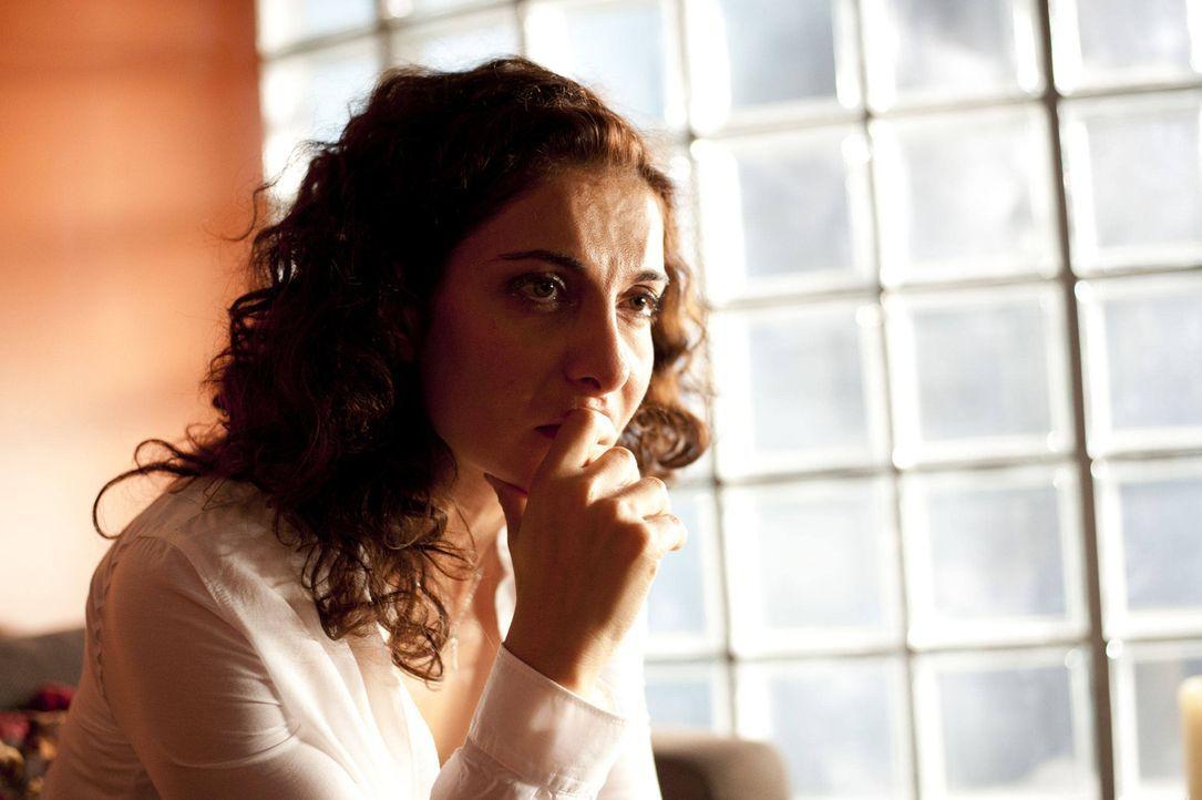 Ist irritiert, dass Mick sie sofort als Chefin akzeptiert und auch die Trennung scheinbar leicht nimmt: Tanja (Proschat Madani) ... - Bildquelle: SAT.1