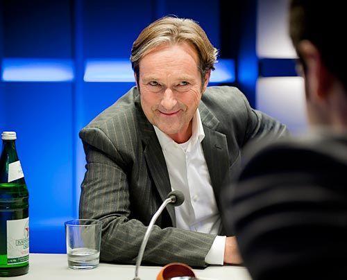 Noch ein Verdächtiger: Stadtratsmitglied Günther Glaser (Helmut Zierl) hätte guten Grund gehabt, Weber umzubringen. Denn seine Frau hat seit viel... - Bildquelle: Martin Rottenkolber - Sat1