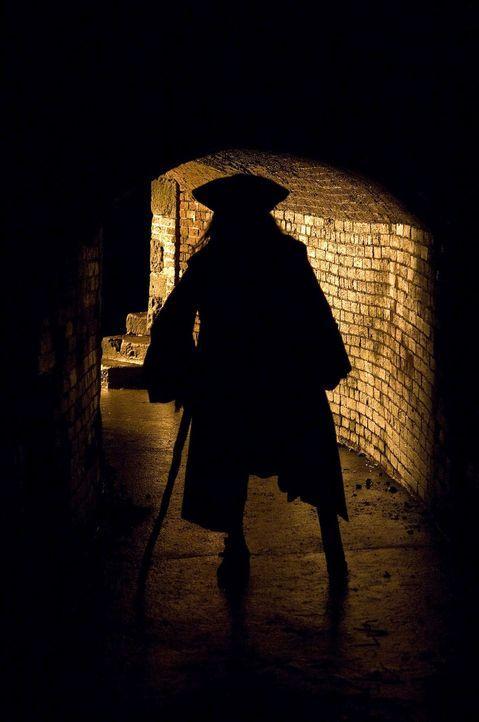Der Freibeuter mit dem Holzbein, Long John Silver (Tobias Moretti), lehrt die Guten und die Bösen das Fürchten ... - Bildquelle: ProSieben