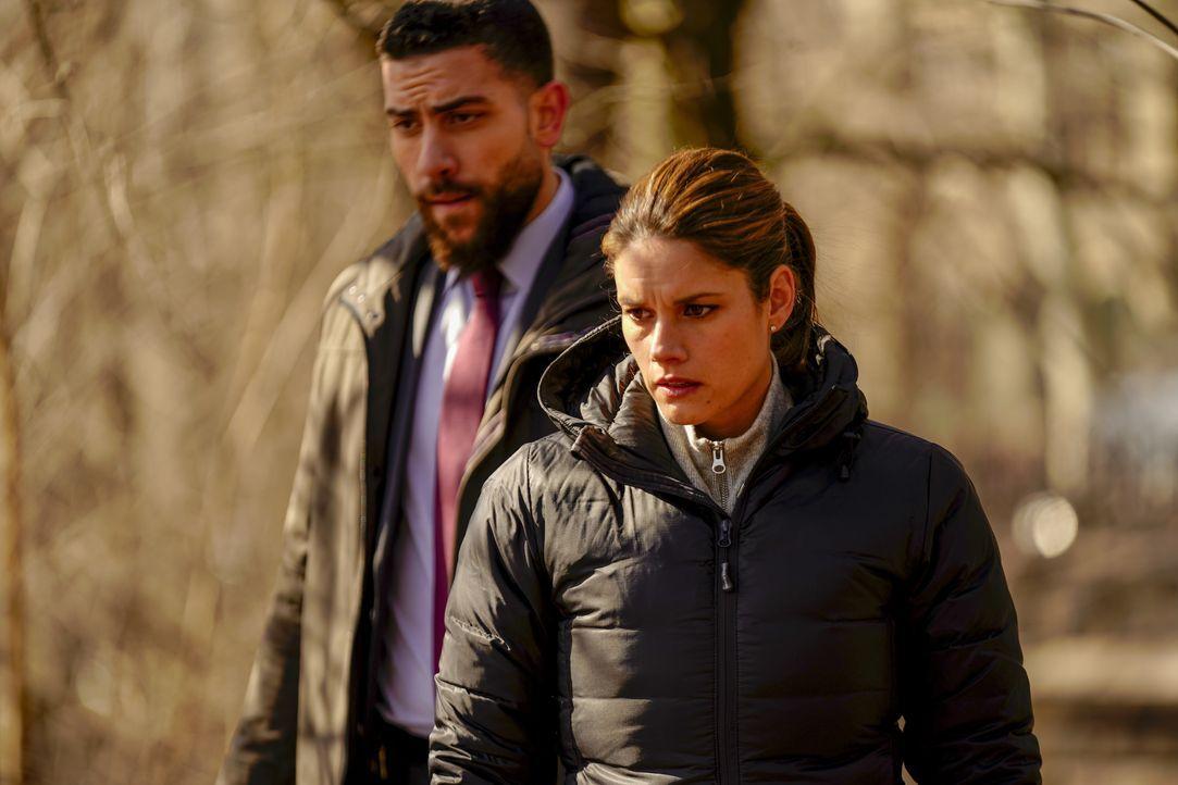 Omar Adom Zidan (Zeeko Zaki, l.); Maggie Bell (Missy Peregrym, r.) - Bildquelle: Michele Crowe 2019 CBS Broadcasting, Inc. All Rights Reserved / Michele Crowe