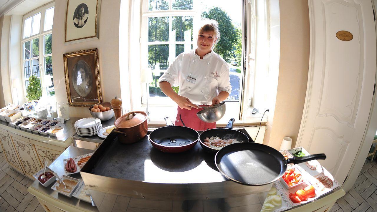 Luxushotel-Dwor-Oliwski-danzig-restaurant-koechin-11-09-06-dpa - Bildquelle: dpa
