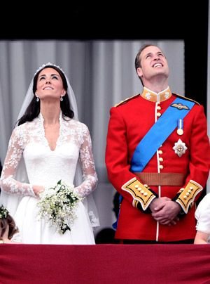 William-Kate-Balkonauftritt-04-11-04-29-300_404_AFP - Bildquelle: AFP