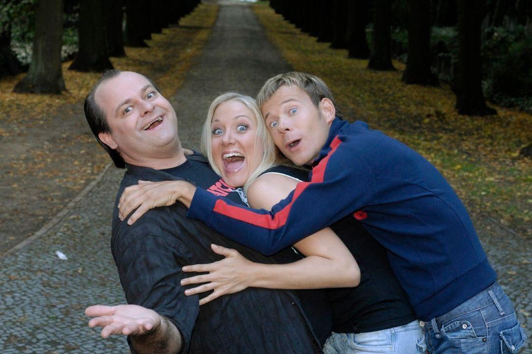 Bei den Dreisten Drei - Die Comedy WG ist ab jetzt Janine Kunze (M.) gemeinsam mit Markus Majowski (l.) und Mathias Schlung (r.) dabei. - Bildquelle: Max Kohr Sat.1