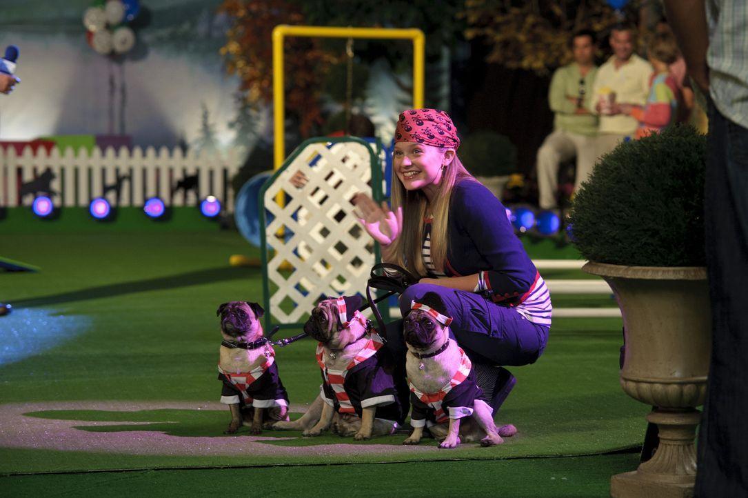 Kaycee (Sydney Imbeau) ist kein Mittel zu aufwendig, um ihre Möpse beim Hundewettbewerb ganz nach vorne zu bringen. Ob ihre Mopskostüme die andere... - Bildquelle: 2011 Twentieth Century Fox Film Corporation. All rights reserved.