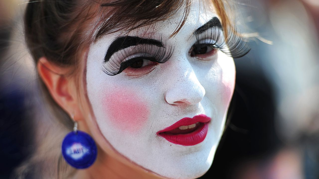 fasching-schminken-11-06-12-AFP - Bildquelle: AFP