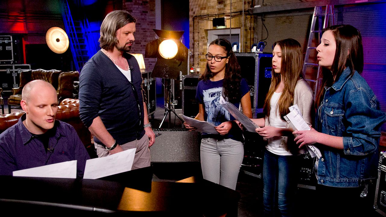 The-Voice-Kids-epi05-Maira-Malin-Iman-1-SAT1-Richard-Huebner - Bildquelle: SAT.1/Richard Hübner