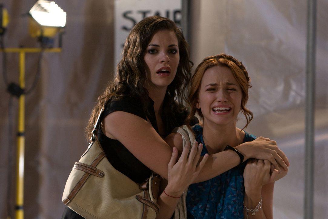 Im Visier des Sensenmannes: Janet (Haley Webb, l.) und Lori (Shantel VanSanten, r.) wird immer klarer, dass sie dem Tod nicht entkommen können ... - Bildquelle: MMVII New Line Productions, Inc.