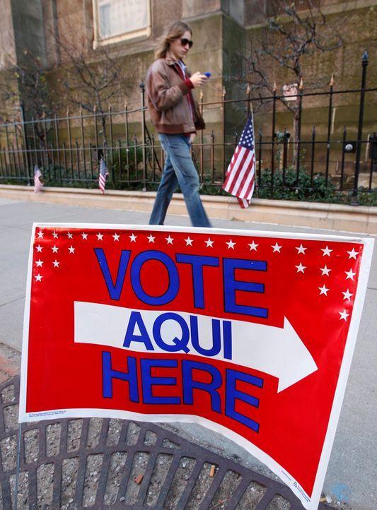 Ein US-Bürger in Cleveland, Ohio, auf dem Weg zu den Wahlurnen. - Bildquelle: dpa - Bildfunk +++ Verwendung nur in Deutschland