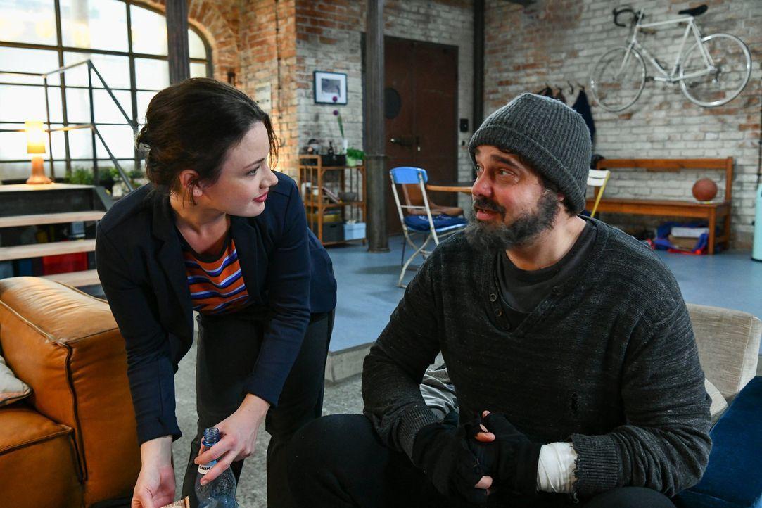 Jenni (Anna Mennicken, l.); Daniel (Raphael Vogt, r.) - Bildquelle: Oliver Ziebe SAT.1/Oliver Ziebe