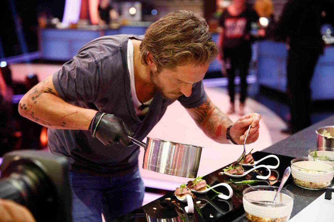 Alle Komponenten einer Speise müssen von den Kandidaten auf einem einzigen Löffel angerichtet werden. Eine knifflige Aufgabe - doch schließlich geht... - Bildquelle: Guido Engels SAT.1