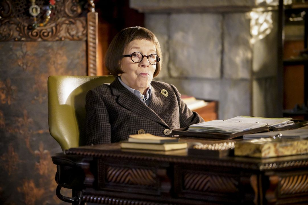 Ein Mordfall entpuppt sich für das NCIS Team als gefährliche Bedrohung, die ganz Los Angeles zerstören könnte. Kann Mastermind Hetty (Linda Hunt) di... - Bildquelle: Bill Inoshita 2017 CBS Broadcasting, Inc. All Rights Reserved