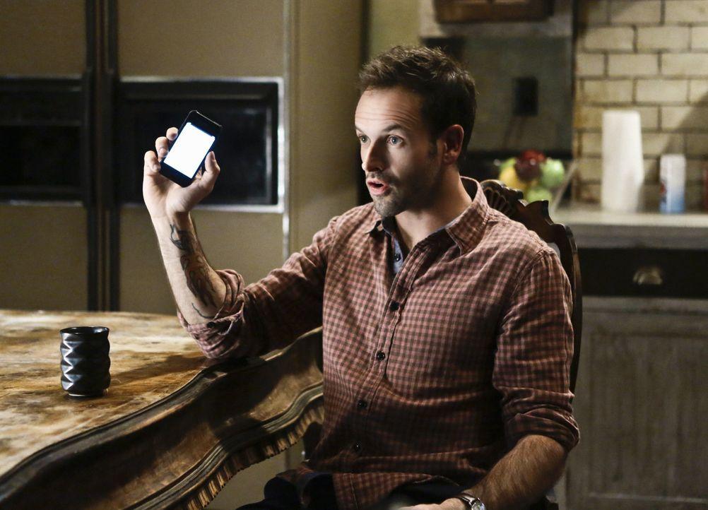 Ein Universitätsprofessor wurde ermordet aufgefunden. Sherlock Holmes (Jonny Lee Miller) macht sich auf die Suche nach dem Mörder ... - Bildquelle: CBS Television
