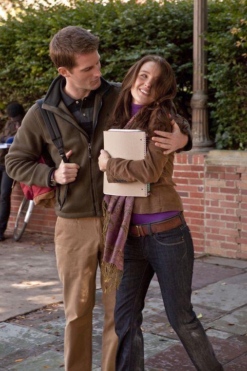 Noch ist Kate Middleton (Camilla Luddington, r.) vergeben: Doch wie lange hält ihre Beziehung zu Derek Rogers (Richard Reid, l.)? - Bildquelle: The Königsberg Company