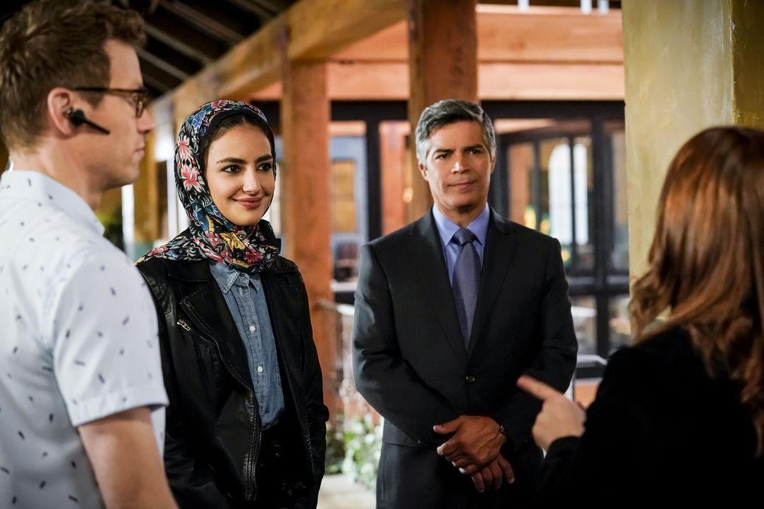 Fatima Namazi (Medalion Rahimi, l.); Louis Ochoa (Esai Morales, r.) - Bildquelle: Cliff Lipson 2018 CBS Broadcasting, Inc. All Rights Reserved/Cliff Lipson