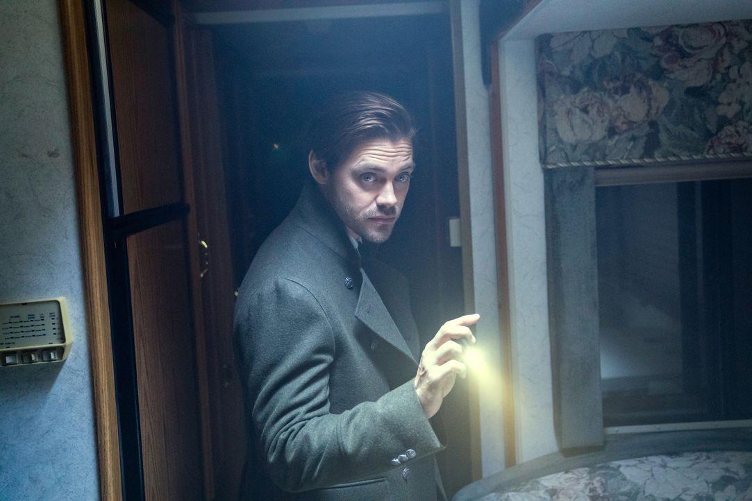 Malcolm Bright (Tom Payne) - Bildquelle: 2019 Warner Bros. Entertainment Inc. All Rights Reserved.