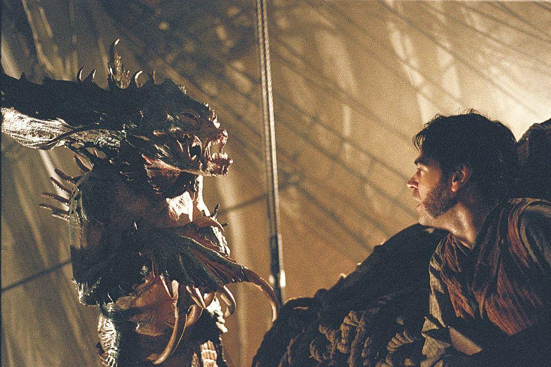 Auge in Auge mit einem Monster: Skelly (Fintan McKeown) ... - Bildquelle: 2004 Sony Pictures Television International. All Rights Reserved.