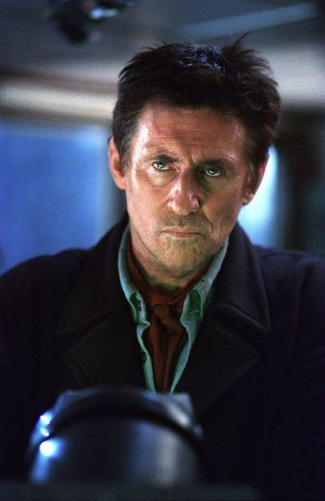 Soll ein scheinbar herrenloses Schiff bergen - doch dort erwartet ihn und seine Crew ein entsetzliches Schicksal: Captain Murphy (Gabriel Byrne) ... - Bildquelle: Warner Brothers