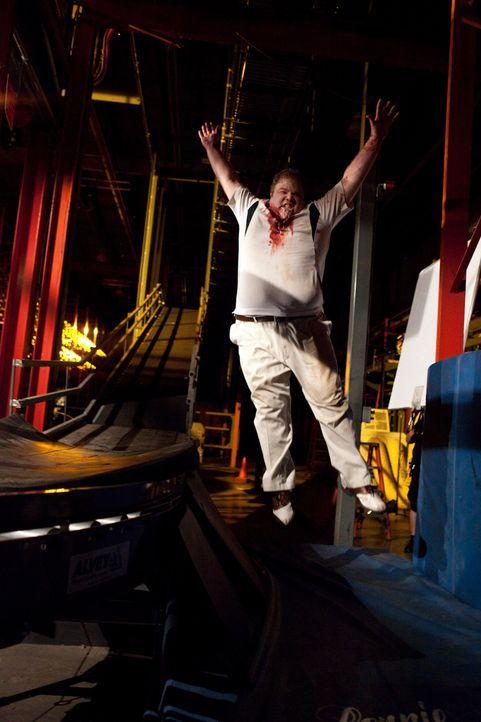 Durch einen Hamsterbiss wird Ralph (George Back) von einer bizarren Seuche infiziert. Er mutiert kurzerhand zum Zombie ... - Bildquelle: 2011 Destination Films Distribution Company, Inc. All Rights Reserved.