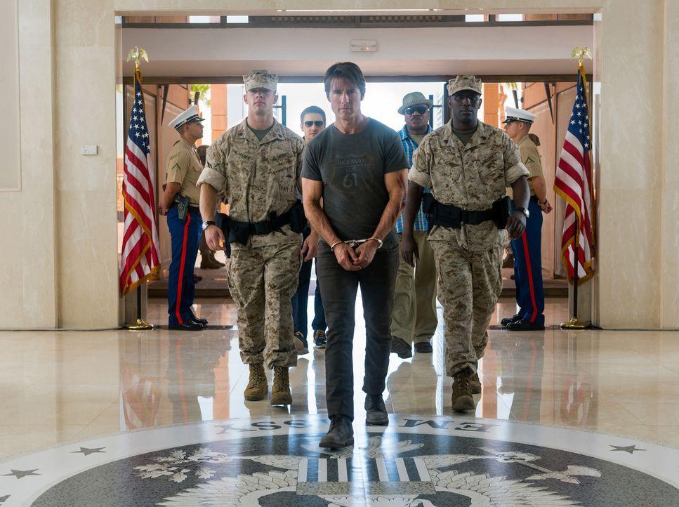 Vom Syndikat wird Ethan Hunt (Tom Cruise, M.) festgenommen, als er von einer heiklen Mission zurückkehrt. Die Organisation ahnt nicht, dass er sich... - Bildquelle: Keith Hamshere 2015 PARAMOUNT PICTURES. ALL RIGHTS RESERVED. / Keith Hamshere