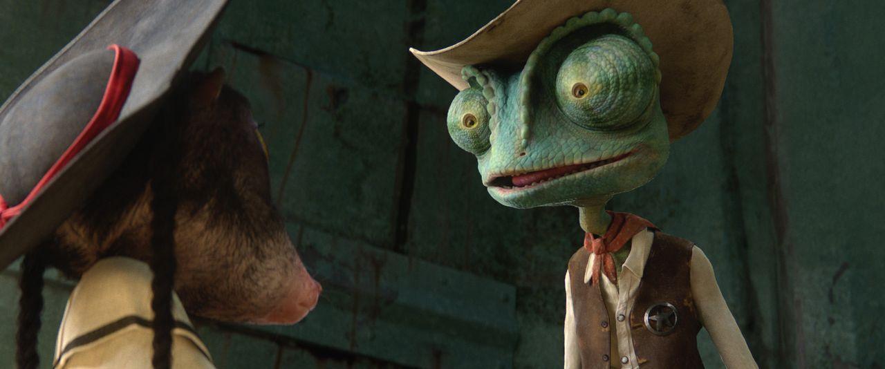 Die kleine Wüstenmaus Priscilla (l.) klärt Rango (r.) sofort auf, dass es Fremde nicht lange aushalten in der Stadt Dreck. Wird Rango sie da entt - Bildquelle: Paramount Pictures. All rights reserved.