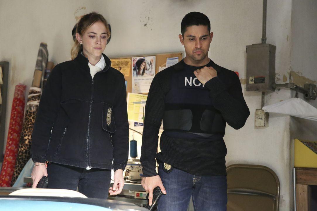 Ellie Bishop (Emily Wickersham, l.); Nick Torres (Wilmer Valderrama, r.) - Bildquelle: Michael Yarish 2018 CBS Broadcasting, Inc. All Rights Reserved / Michael Yarish