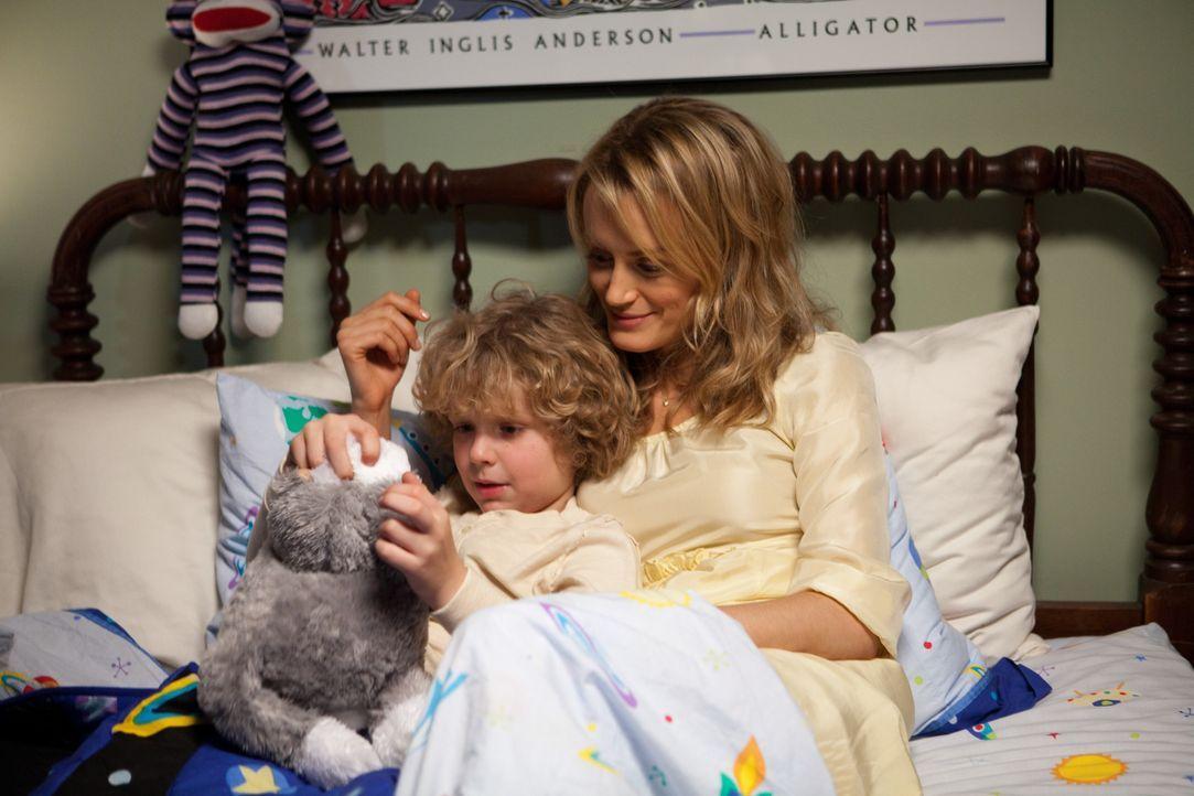 Ben Clayton (Riley Thomas Stewart, l.); Beth Clayton (Taylor Schilling, r.) - Bildquelle: Warner Bros.