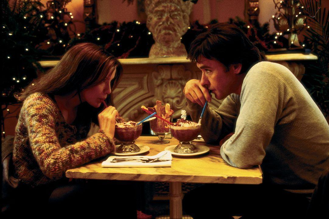 Sara (Kate Beckinsale, l.) ist der Meinung, dass das Schicksal entscheiden muss, ob sie Jonathan (John Cusack, r.) wiedersehen wird ... - Bildquelle: Alliance Atlantis Communications