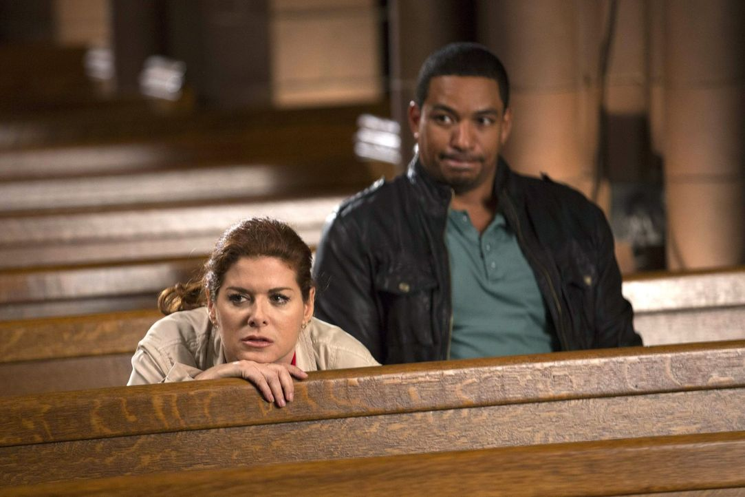 Ein älteres Ehepaar wurde erschlagen in ihrer Wohnung aufgefunden. Laura (Debra Messing, l.) und Billy (Laz Alonso, r.) müssen nun herausfinden, ob... - Bildquelle: Warner Bros. Entertainment, Inc.