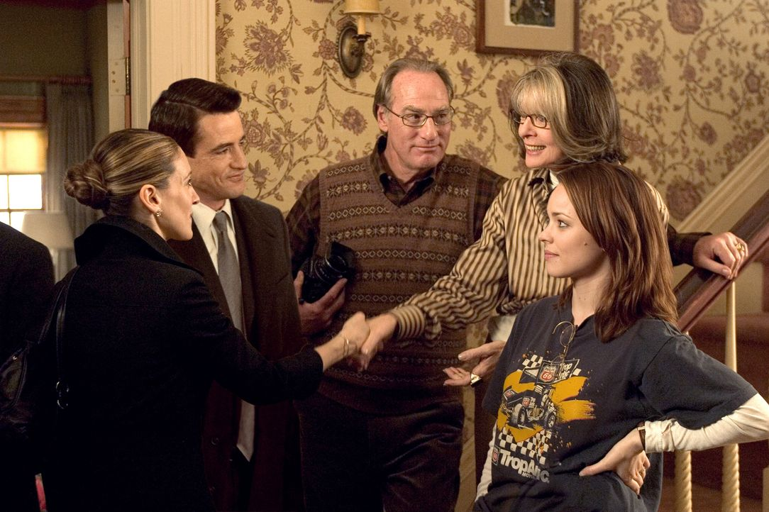 Als Meredith (Sarah Jessica Parker, l.) und Everett (Dermot Mulroney, 2.v.l.) zu seinen Eltern Kelly (Craig T. Nelson, M.) und Sybil (Diane Keaton,... - Bildquelle: 2005 Twentieth Century Fox Film Corporation.  All rights reserved.