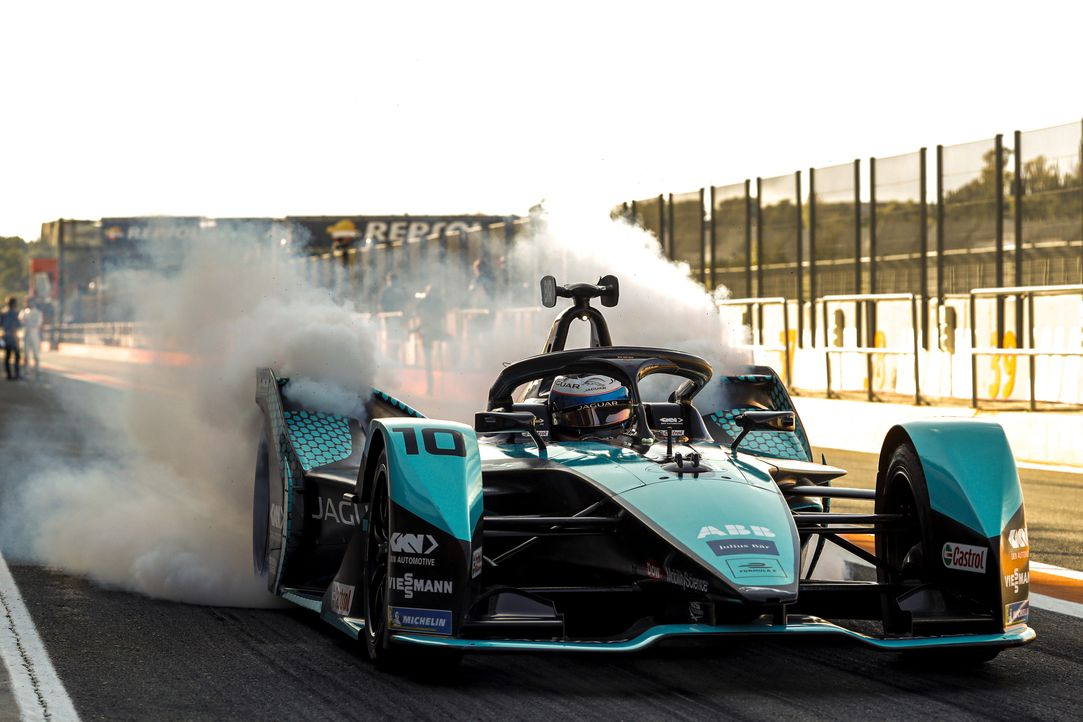 Die innovative Rennserie gastiert beim dritten Rennen in Italien. Andrea Kai... - Bildquelle: Alastair Staley Courtesy of Formula E / Alastair Staley