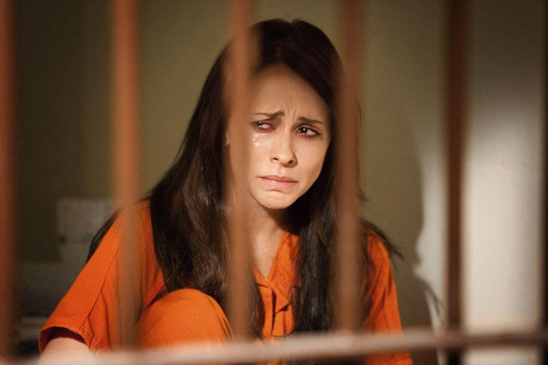 Eigentlich wollte Samantha (Jennifer Love Hewitt) nur ihre Familie vor dem finanziellen Ruin retten, doch dann reißt sie ein Strudel aus schlechten... - Bildquelle: Sony Pictures Television, Inc. All Rights Reserved.