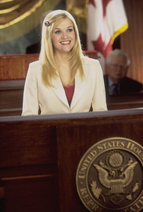 Als Elle (Reese Witherspoon) herausfindet, dass ihre geliebten Chihuahua-Hündchen als kosmetische Testobjekte missbraucht werden, zieht sie in Washi... - Bildquelle: Metro-Goldwyn-Mayer (MGM)