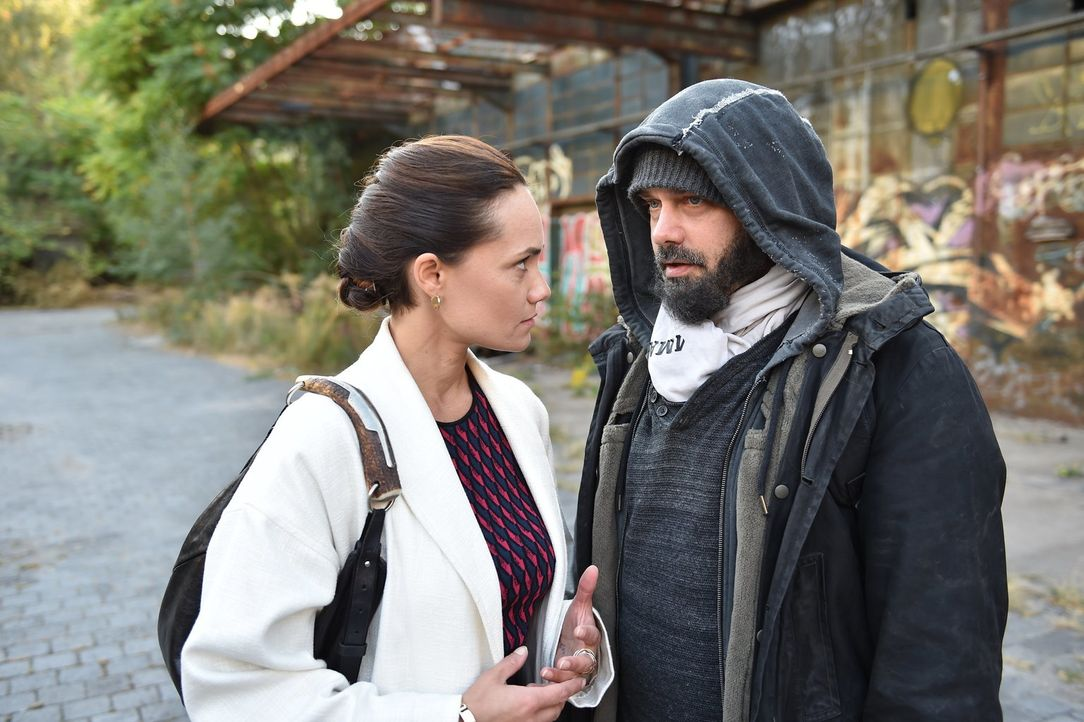 Wird Daniel (Raphael Vogt, r.) Melissa (Sarah Maria Besgen, l.) sein Geheimnis anvertrauen? - Bildquelle: Andre Kowalski SAT.1/André Kowalski