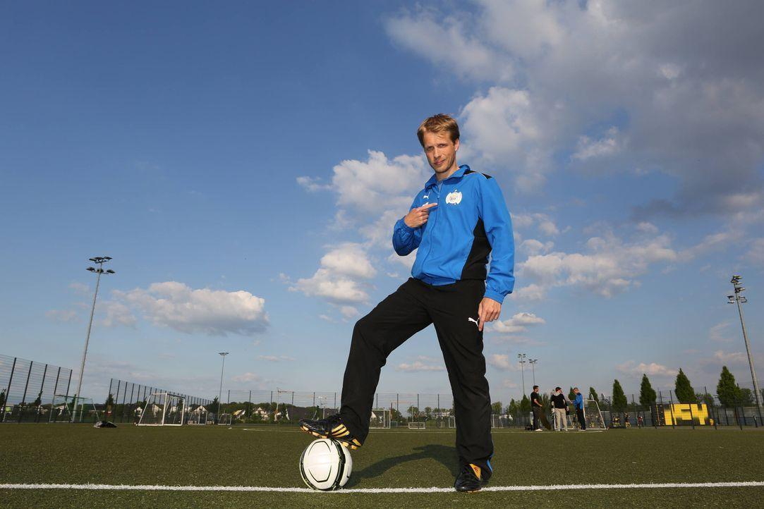 Der große Tag ist gekommen. Oliver Pocher wählt seine Startelf gegen den BVB ... - Bildquelle: Ralf Jürgens SAT.1