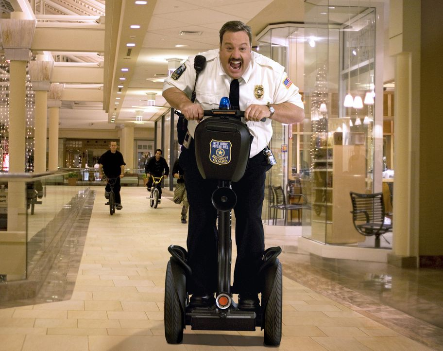 Mit Leib und Seele gibt sich Paul Blart (Kevin James) seinem Job, als Kaufhaus Cop hin ... - Bildquelle: 2009 Columbia Pictures Industries, Inc. and Beverly Blvd LLC. All Rights Reserved.
